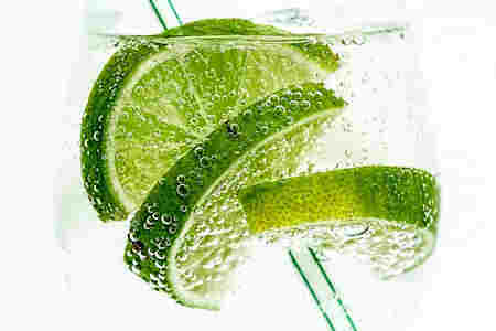 limones frescos en el refrigerador